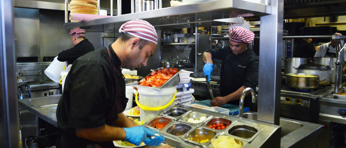 barcelona-restaurante-la-fonda-del-port-olimpic-barceloneta-cocineros